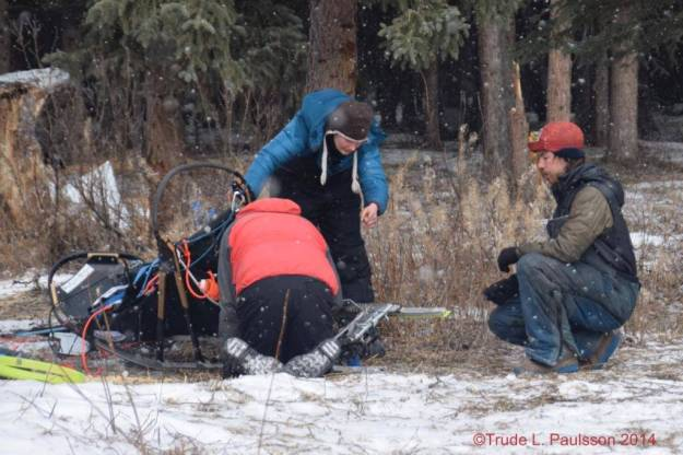 The sheriff on Rohn and Alex helping me to fix my bent brake in Rohn. Picture taken by Trude L. Paulsson